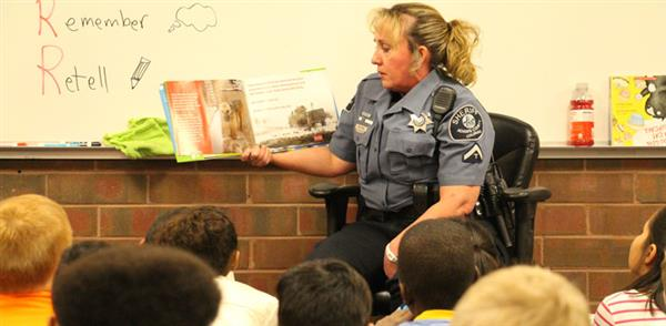 sherriff volunteer reading to kids